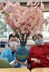 春の気配を感じて〜花瓶に桜を飾りました🌸