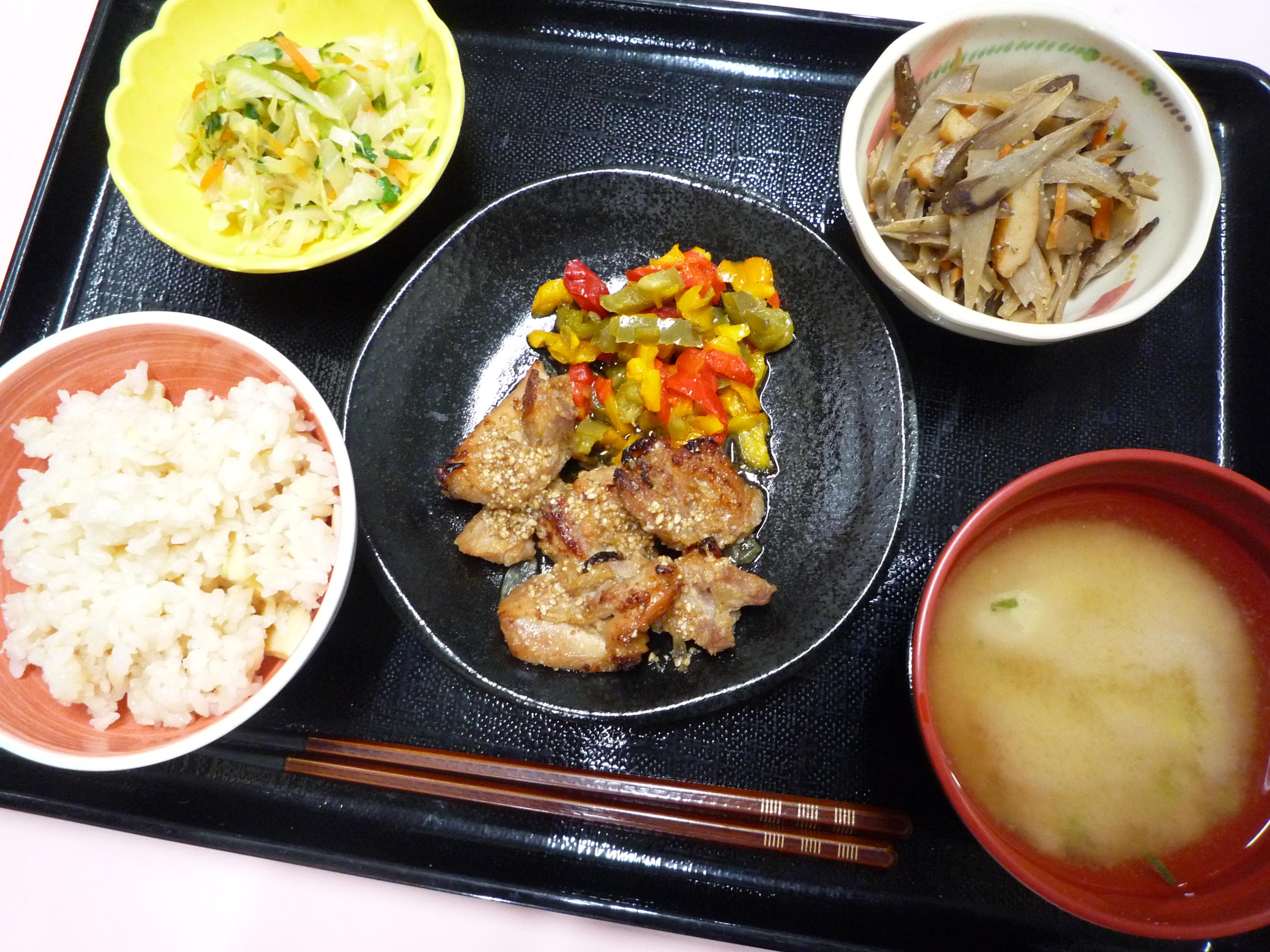 くみのき苑本部 鶏肉の香味焼き