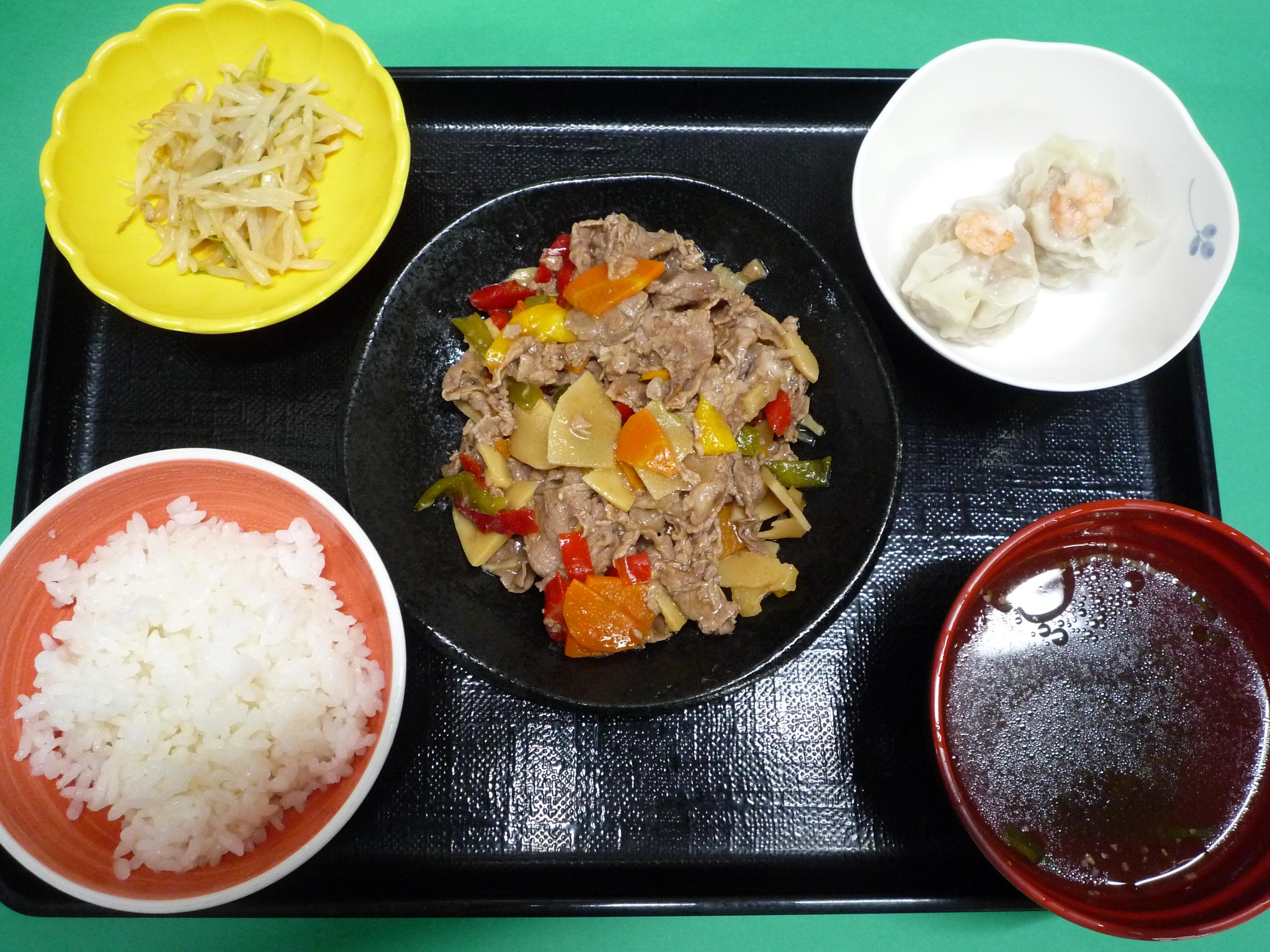 くみのき苑本部 牛肉の炒め物