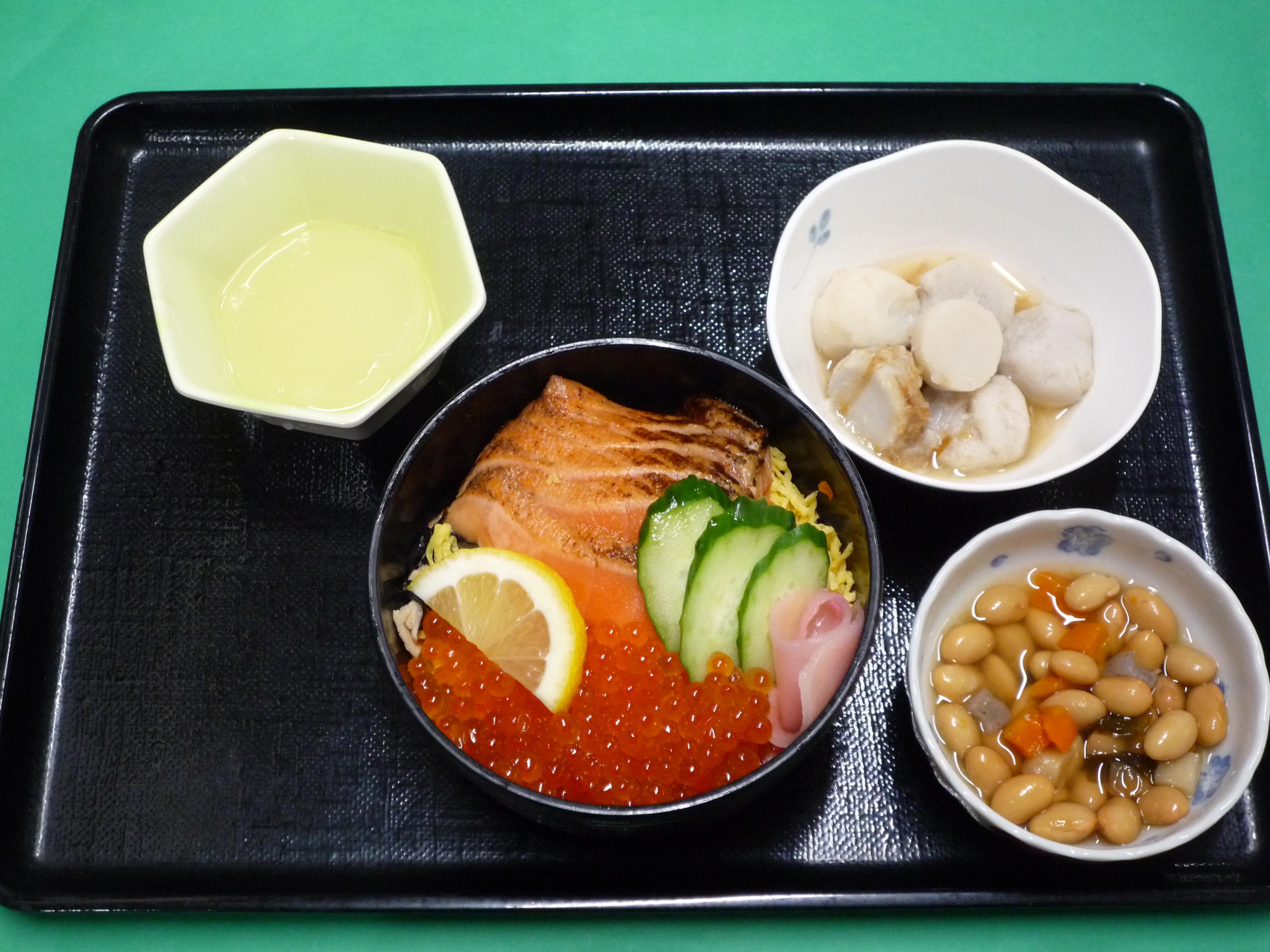 くみのき苑本部 炙りサーモンといくらの散らし寿司